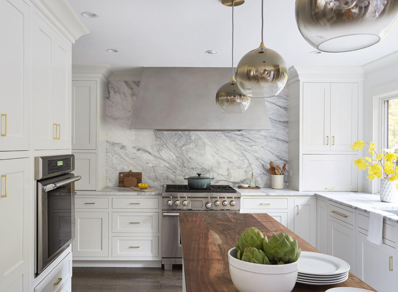 gabinetes de cocina y mármol blancos
