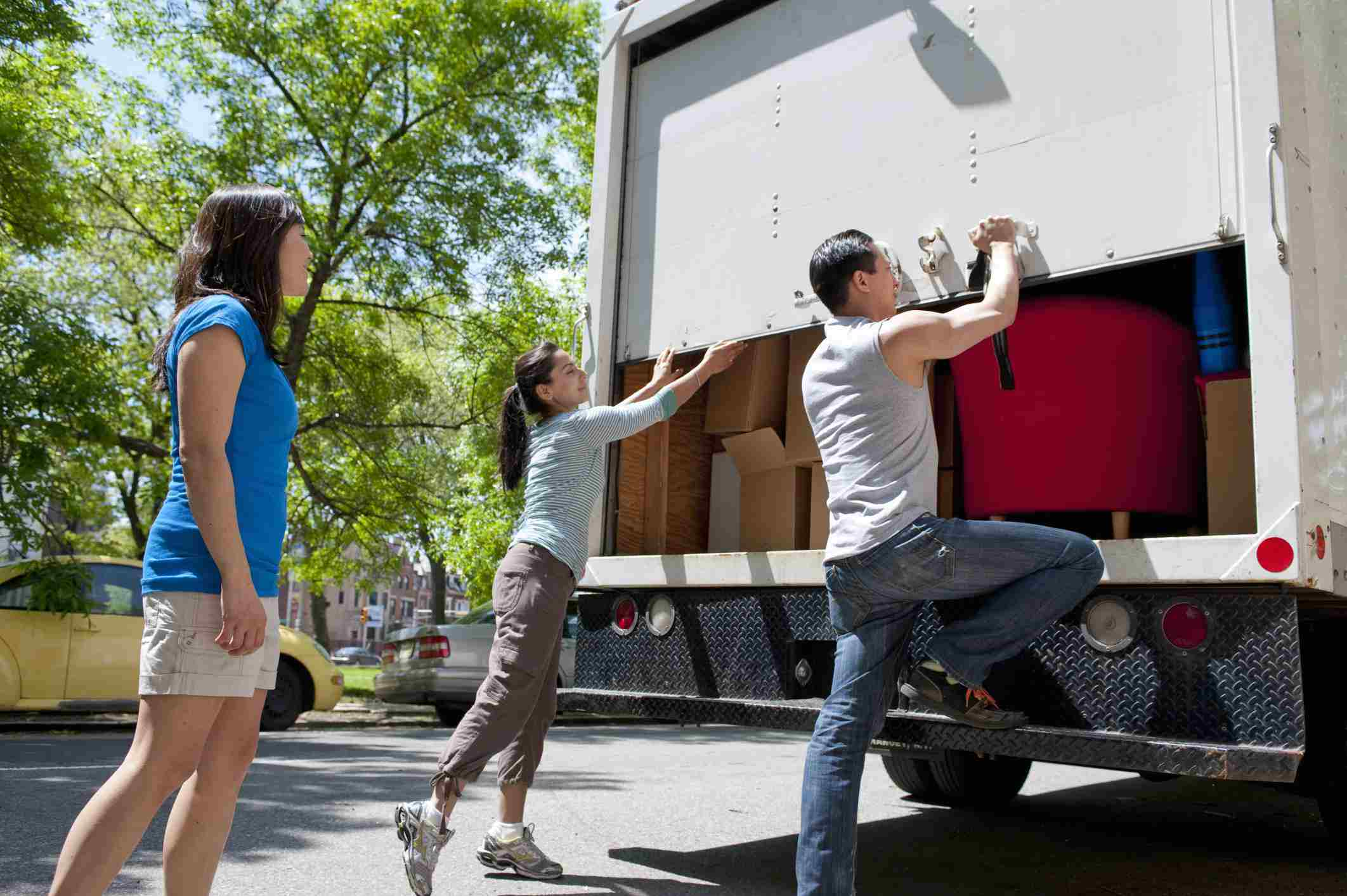 People closing moving truck door