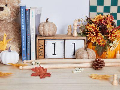 November Calendar decor