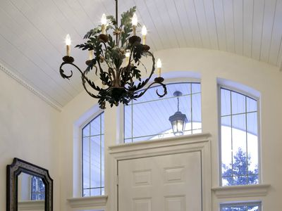 Determine The Right Size For Your Foyer Chandelier