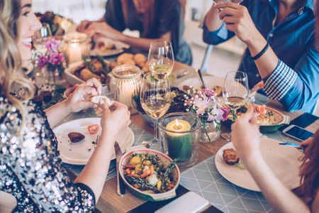 9 frugal holiday party tips and ideas for small spaces