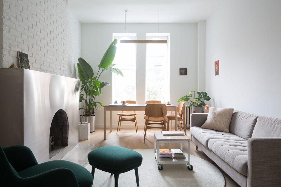 Railroad-style apartment