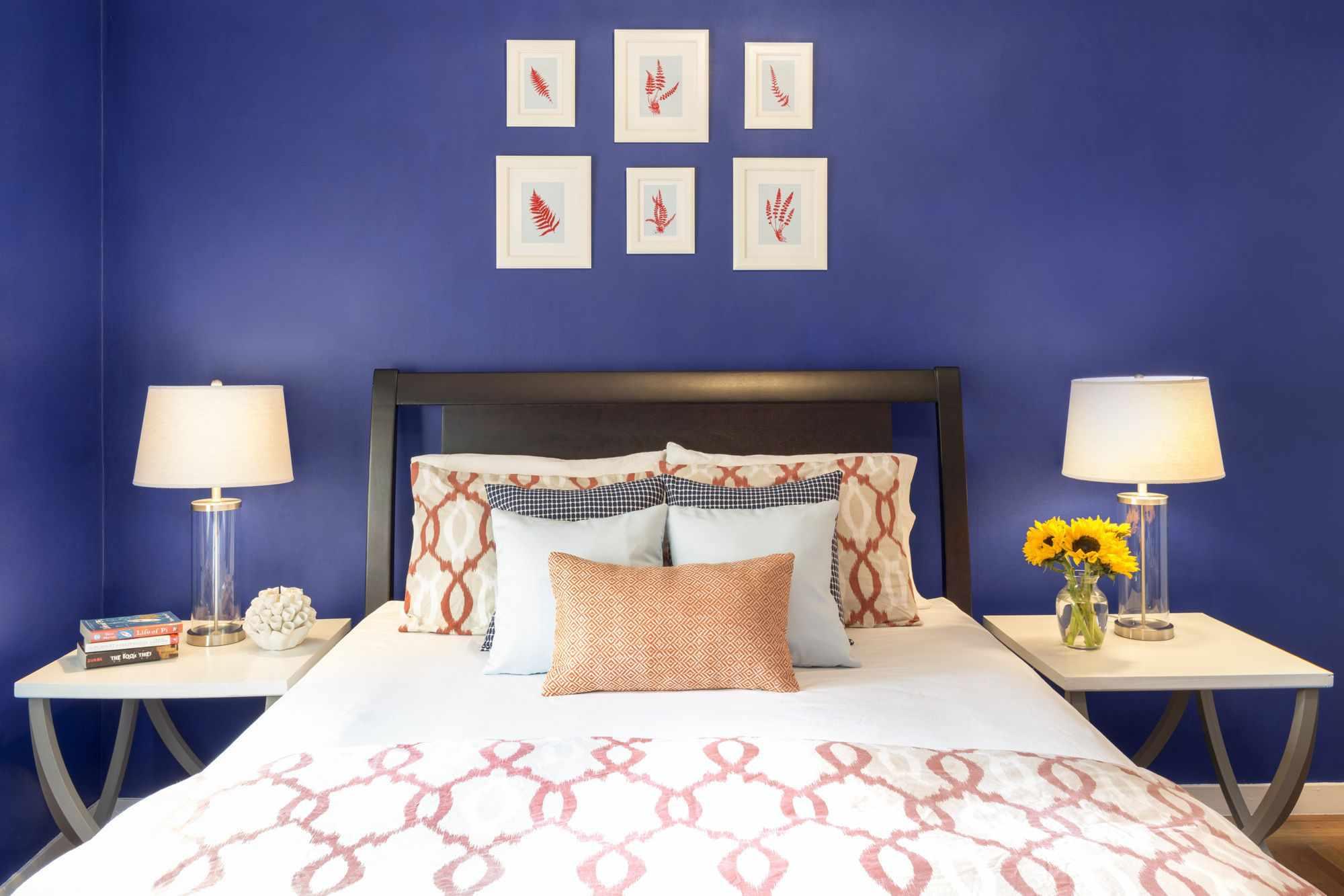 Benjamin Moore Blue in a bedroom