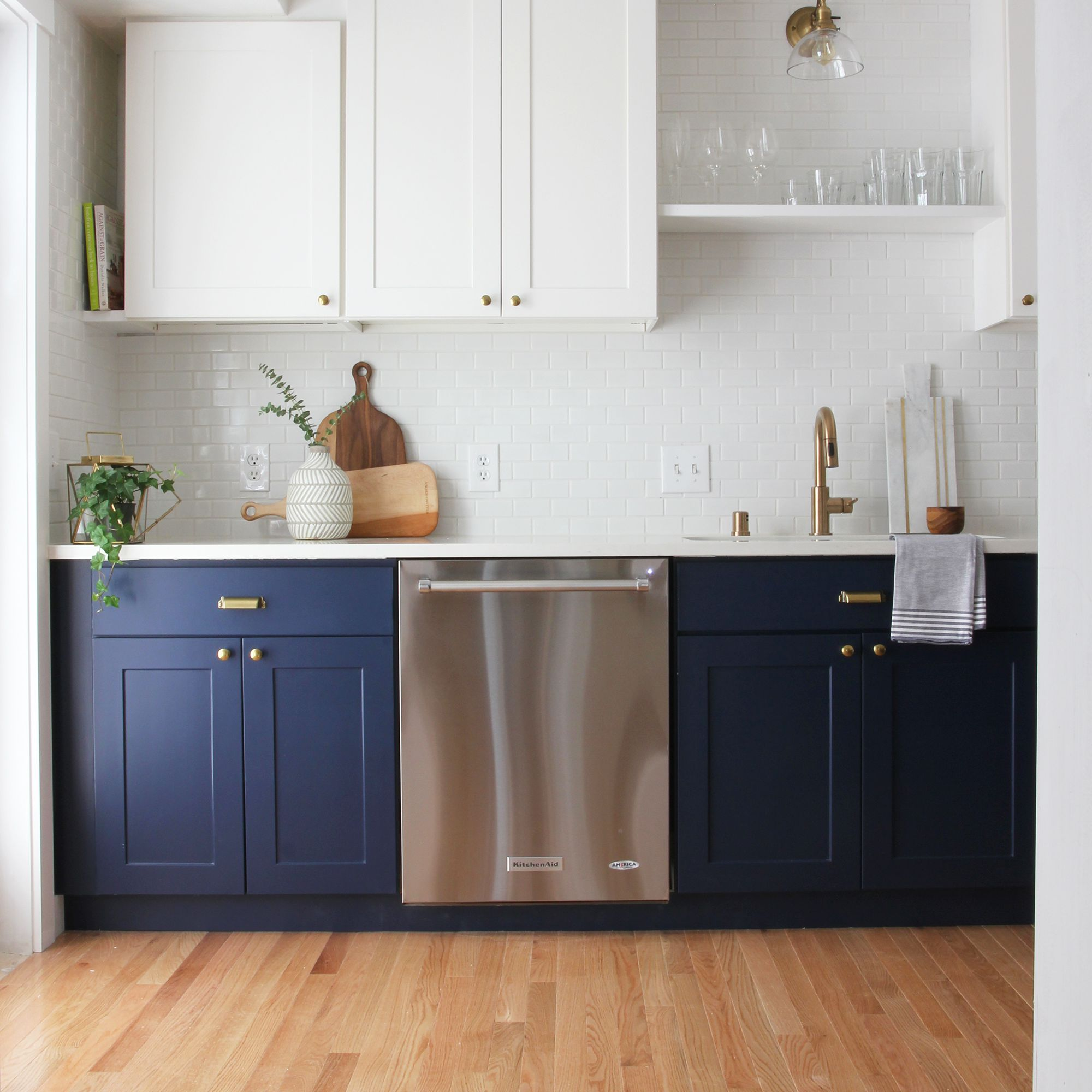12 Navy Blue Paint Options For Kitchen Cabinets