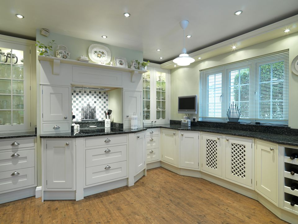 Traditional style kitchen with white units