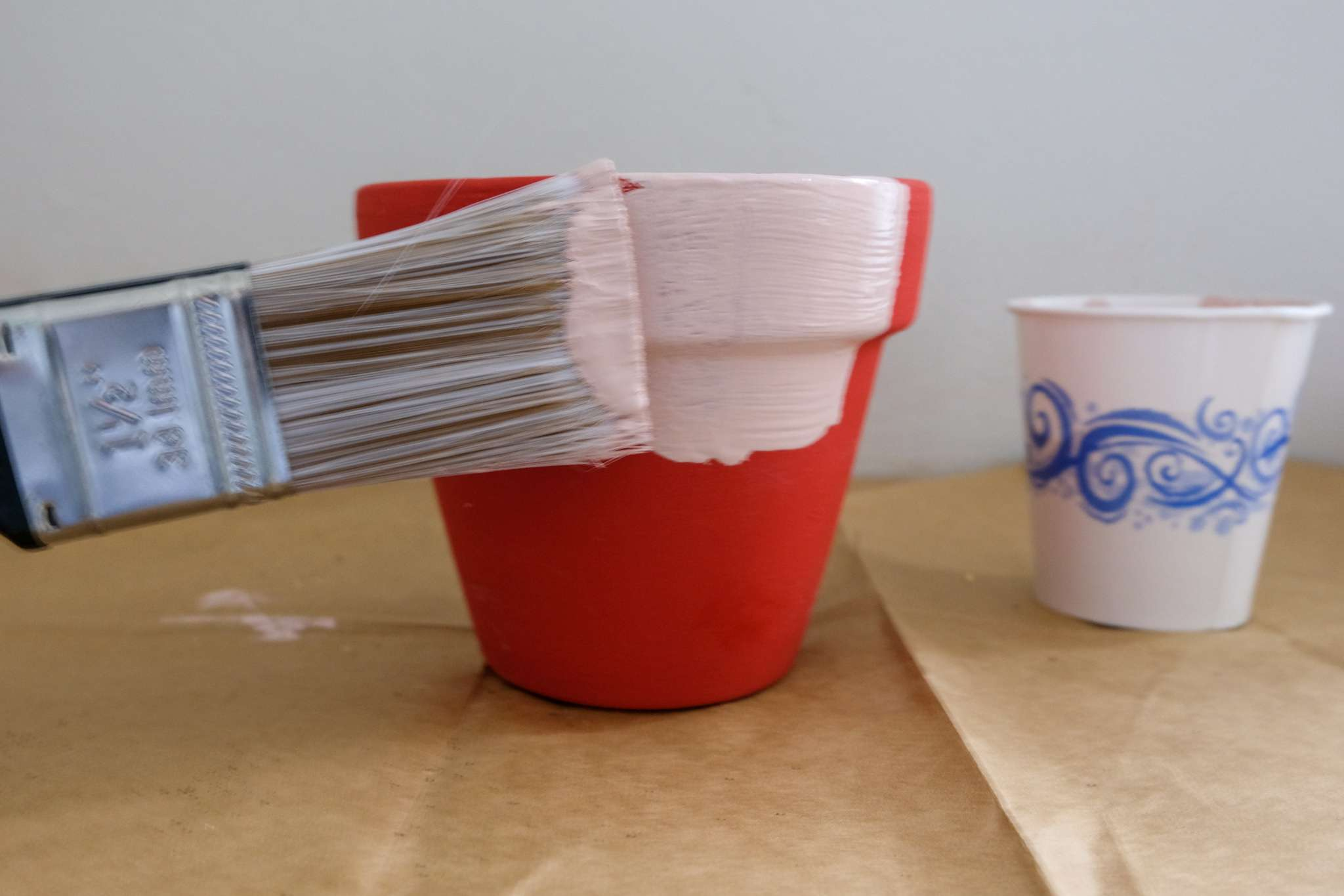 painting flower pots with chalk paint