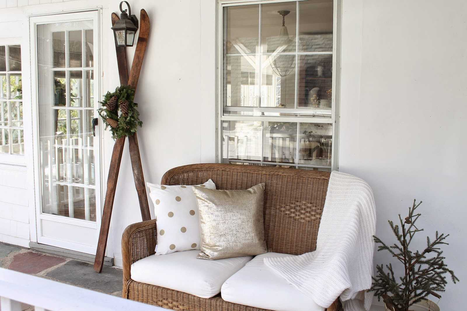 16 Best Winter Porch Decorating Ideas