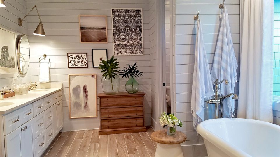 15 Small Bathroom Designs You Ll Fall In Love With: 9 Ways To Style A Bathroom With A Clawfoot Tub