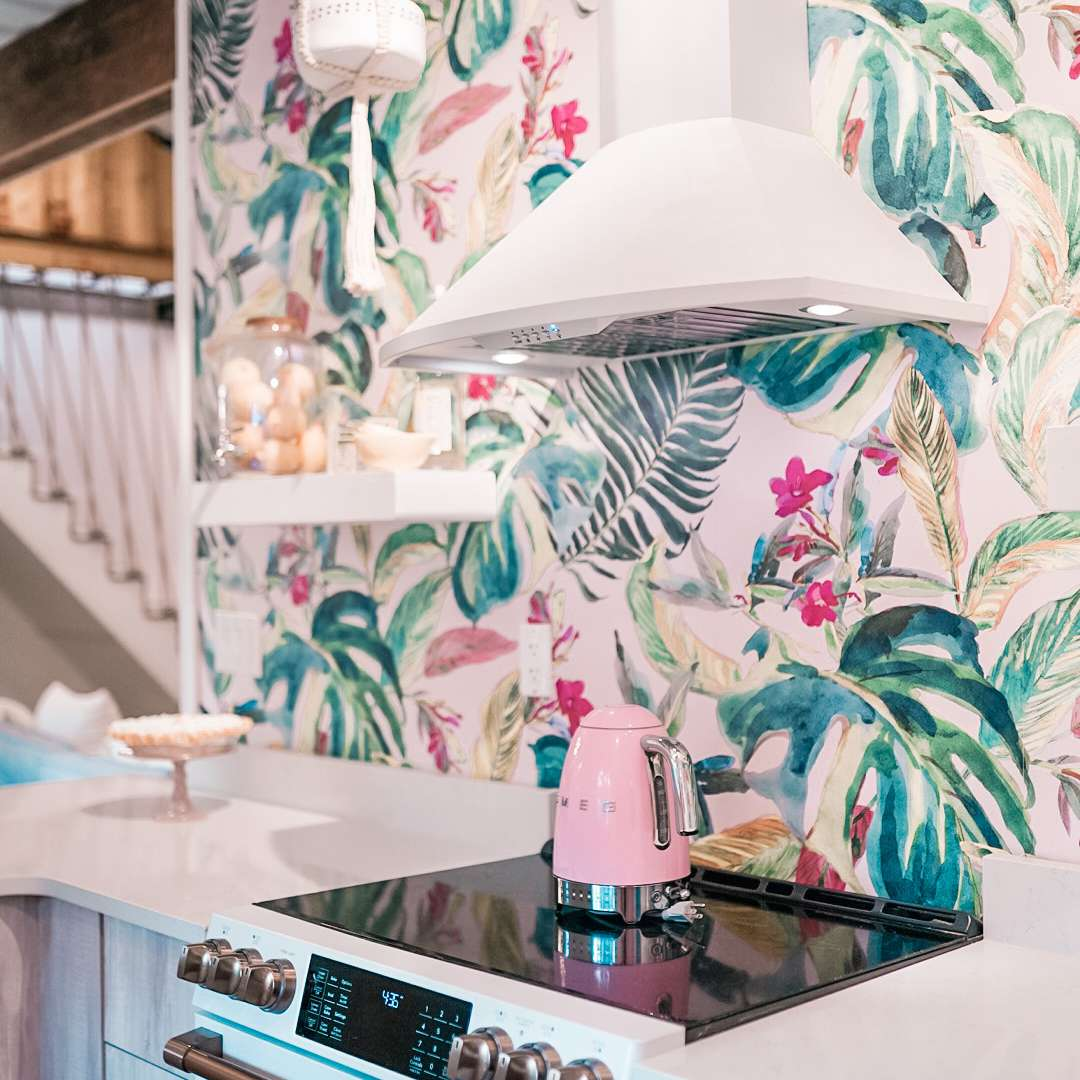 Kitchen that breaks design rules by Stephanie Summers-Mayer