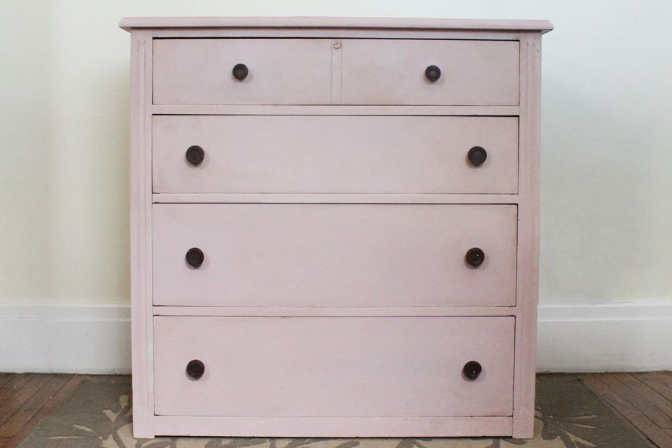 how to paint a dresser with pink chalk paint