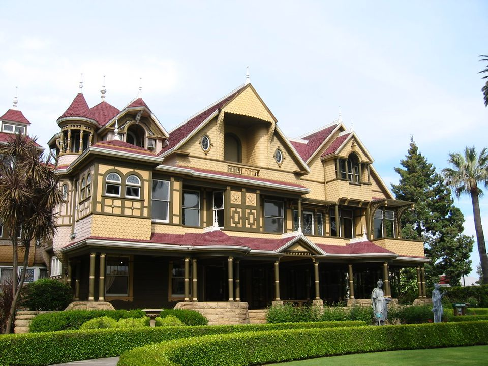 """Winchester Mystery House"" by Julie Markee is licensed under CC BY 2.0"