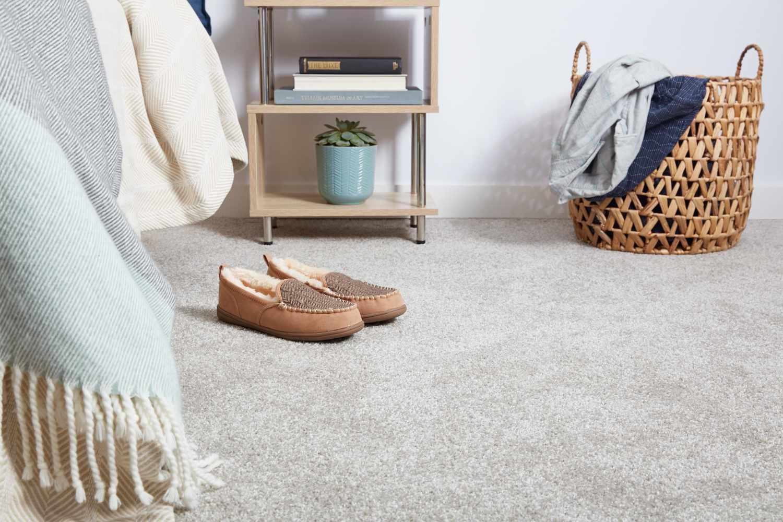 Dormitorio de alfombra