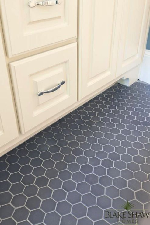 15 Bathrooms With Amazing Tile Flooring