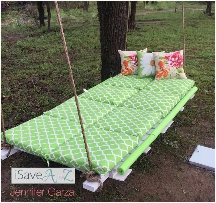 A green pallet bed with ropes attached