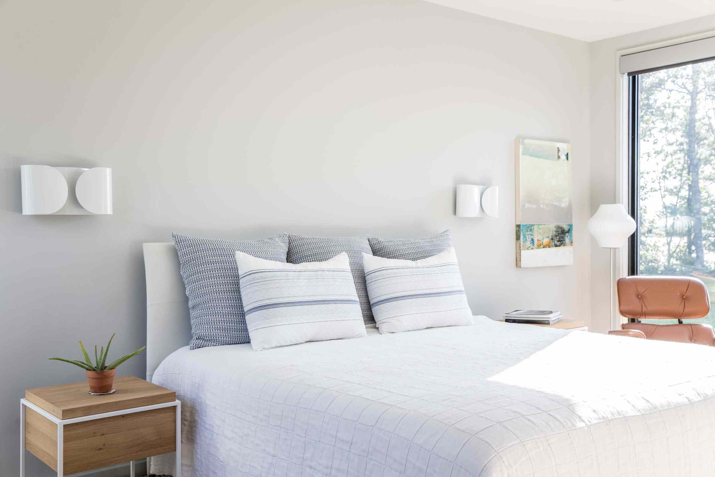 neutral bedroom with blue accents