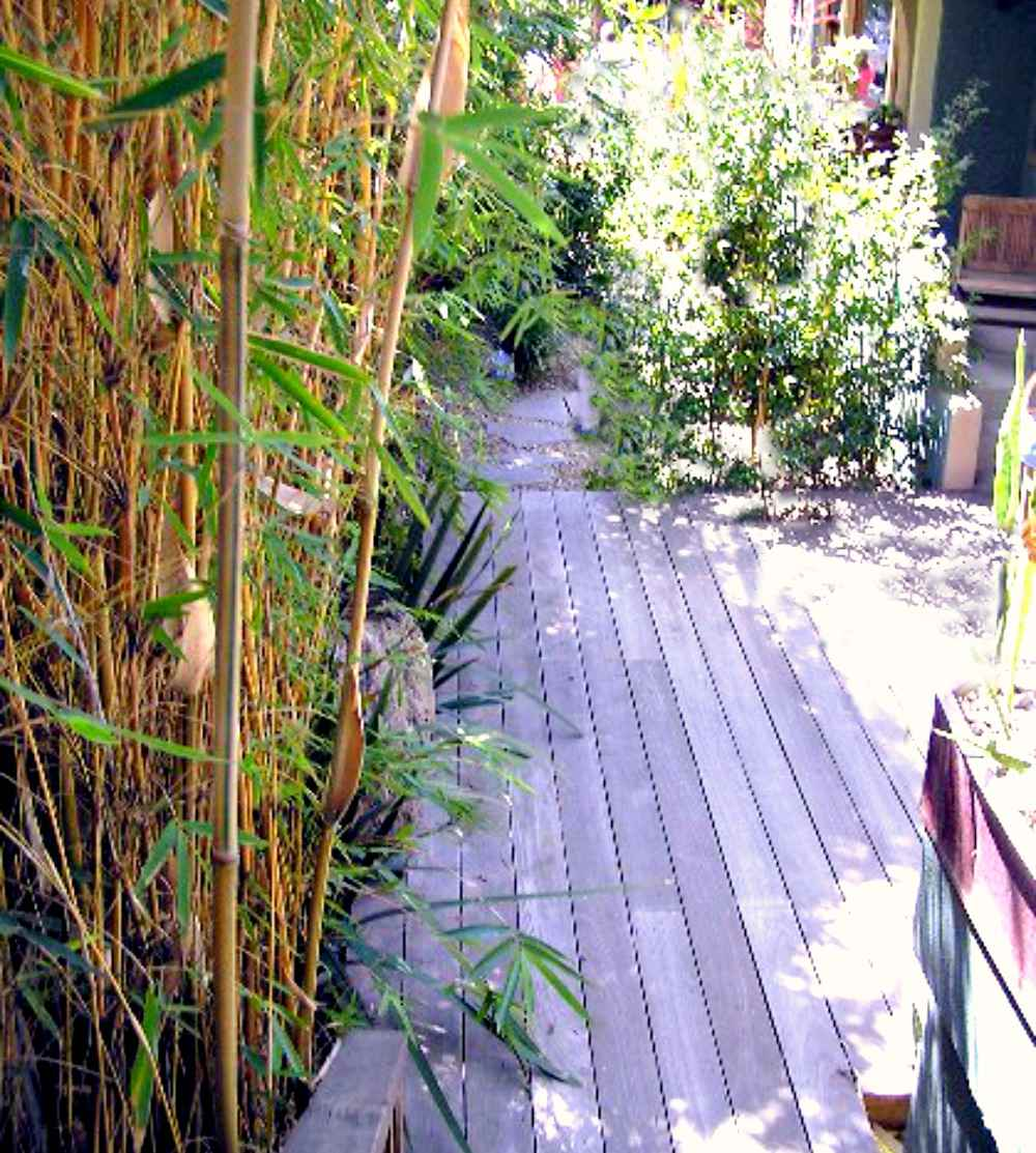 Side yard deck with bamboo