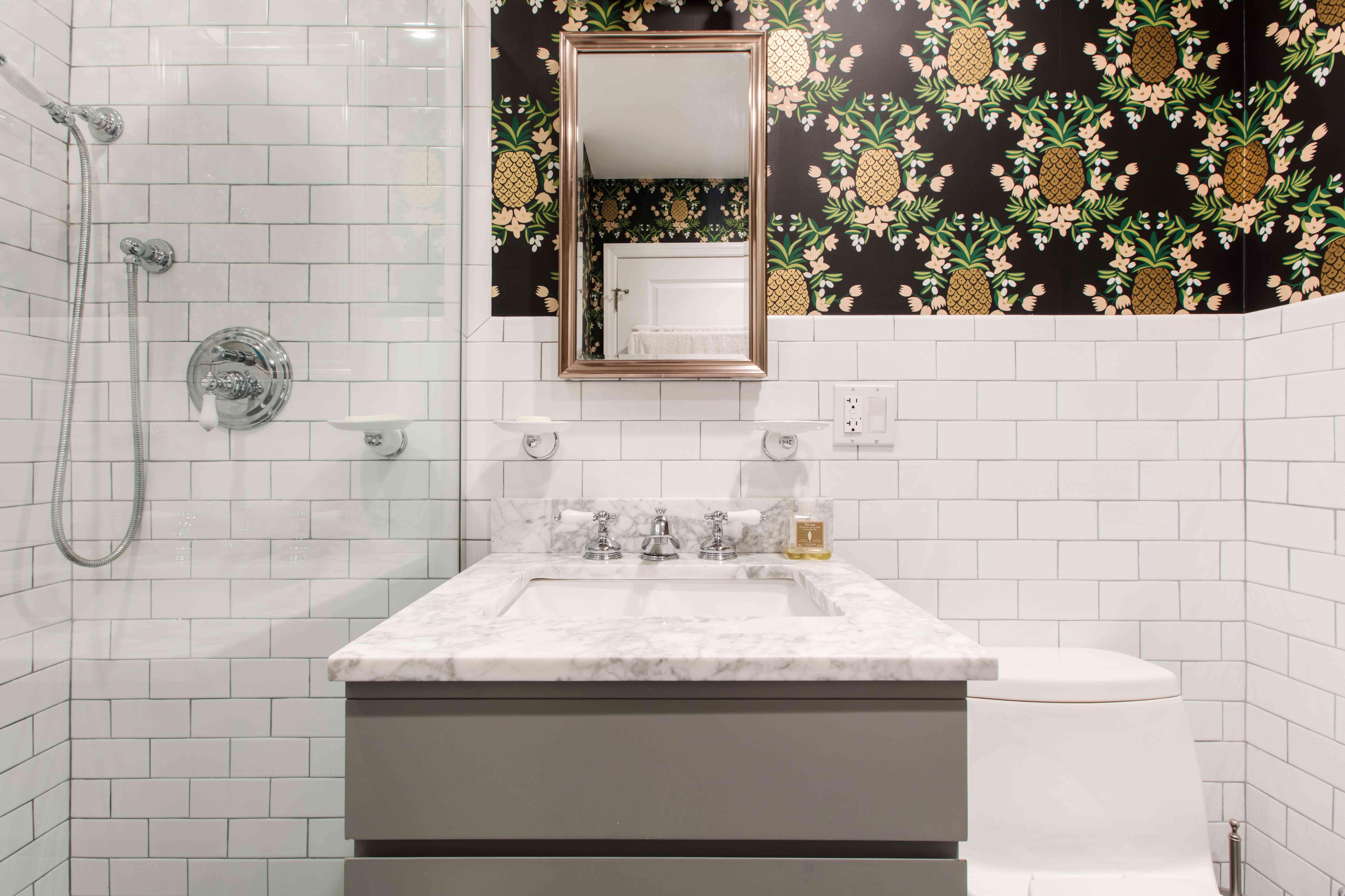 Pineapple-wallpaper-small-bathroom