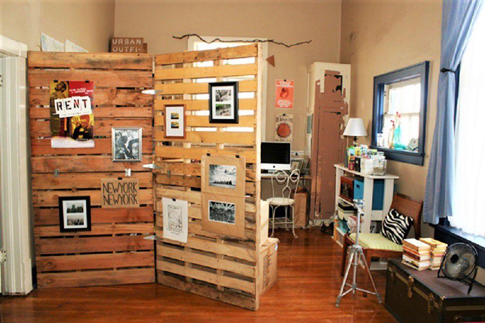 Wood pallet DIY room divider