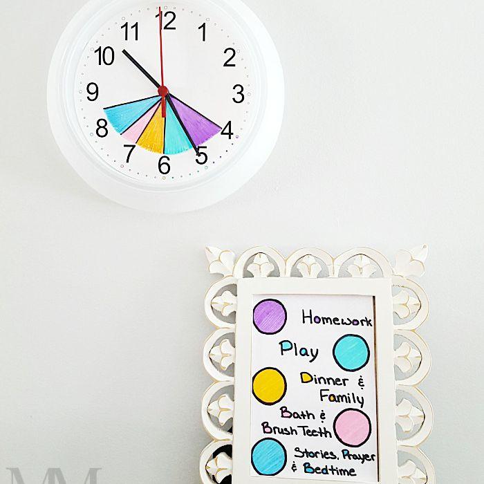 Reloj de rutina de regreso a la escuela después de la escuela