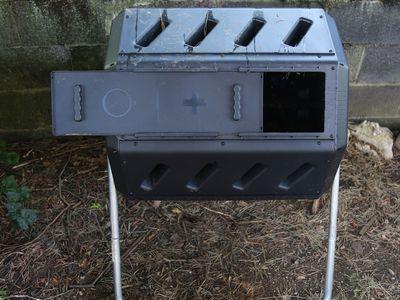 Yimby IM4000 Dual Chamber Tumbling Composter
