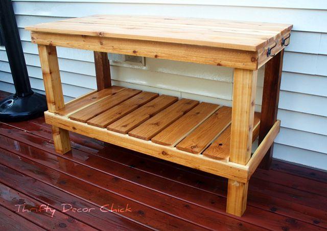 Un banco para macetas de madera