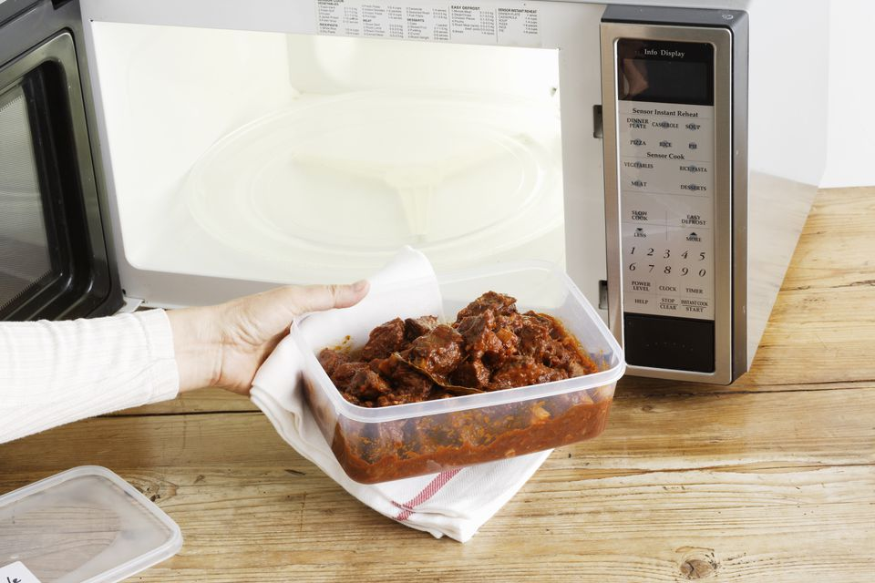 Plastic container and microwave