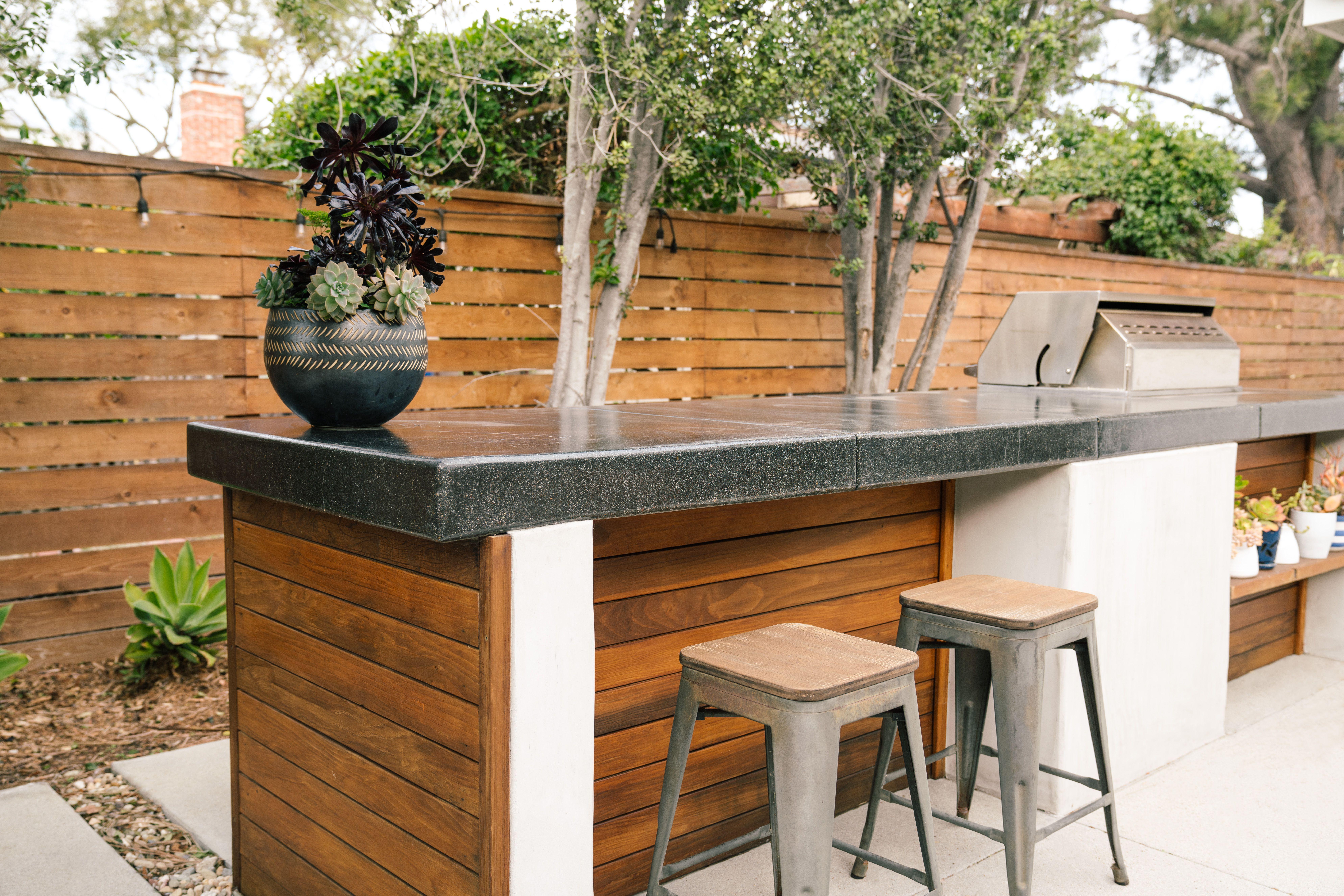 9 Smart Outdoor Bar Ideas