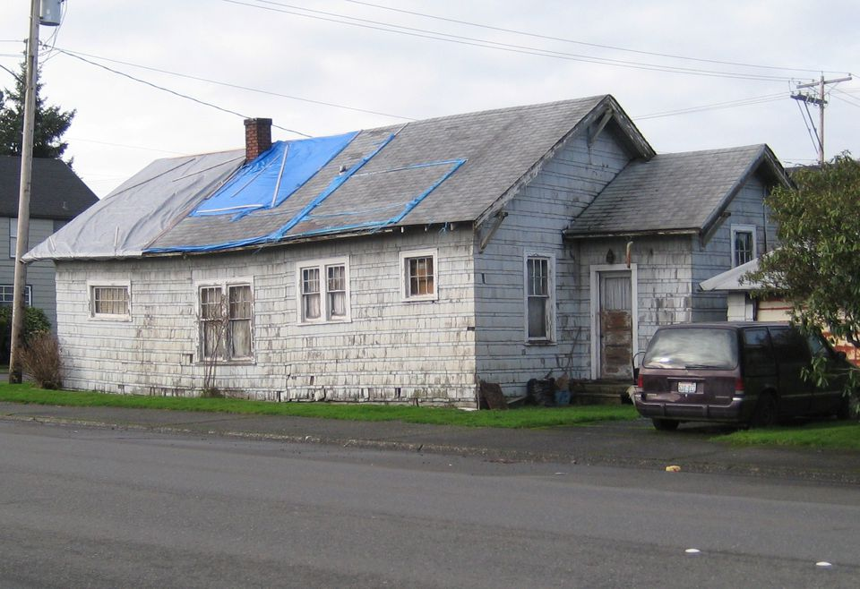 Sinking house in Aberdeen, Washington