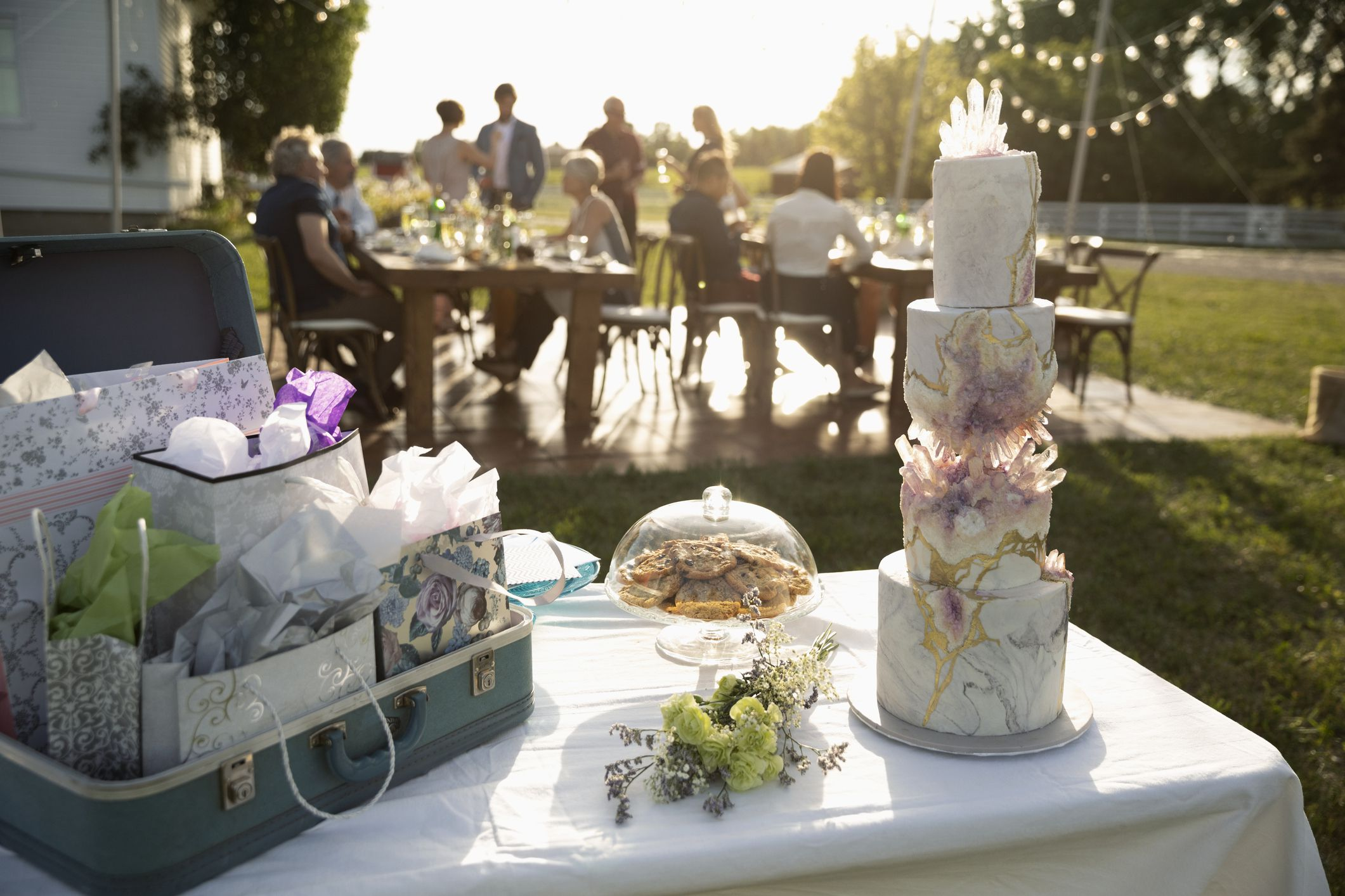 How Much For Wedding Gift Money: How Much Time You Can Take To Deliver A Wedding Gift