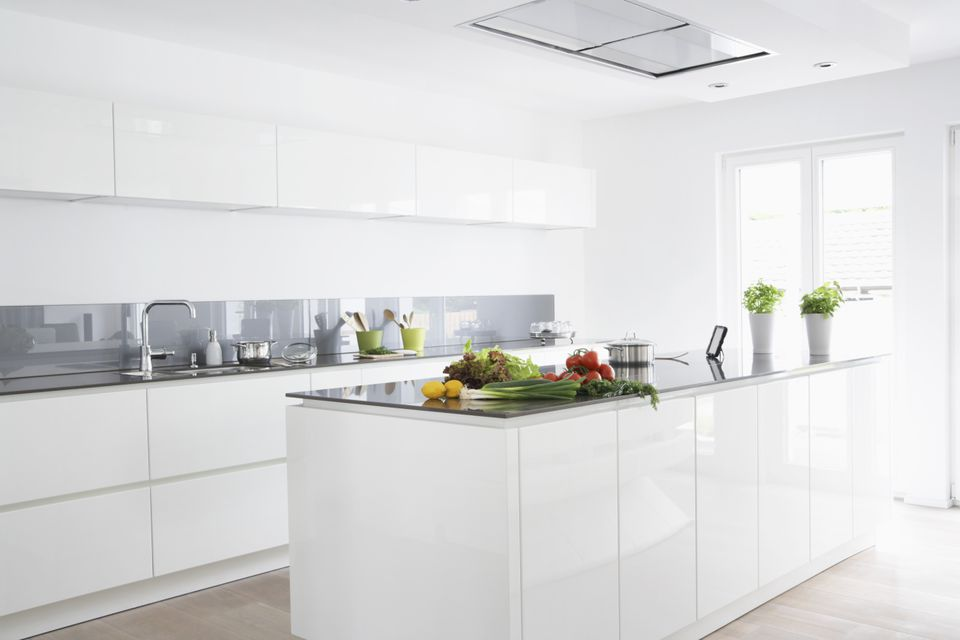 What Is a Glass Sheet Backsplash