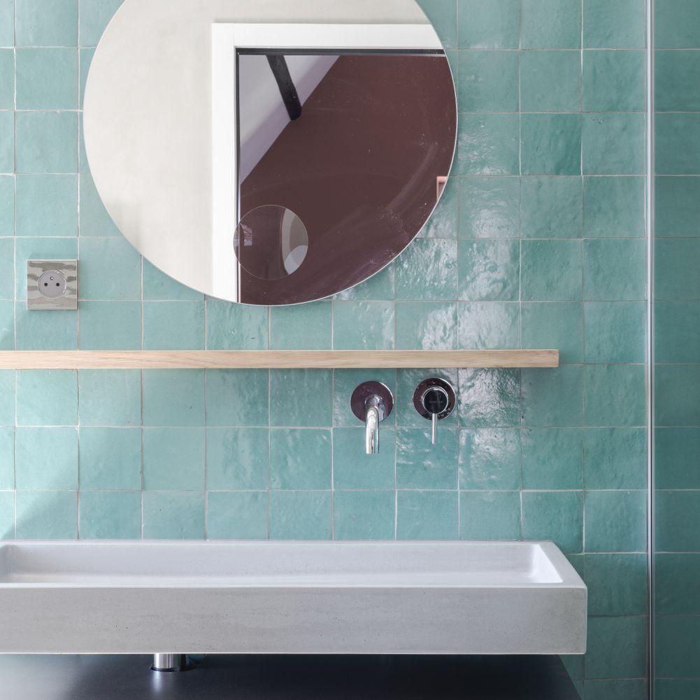 Blue bathroom backsplash