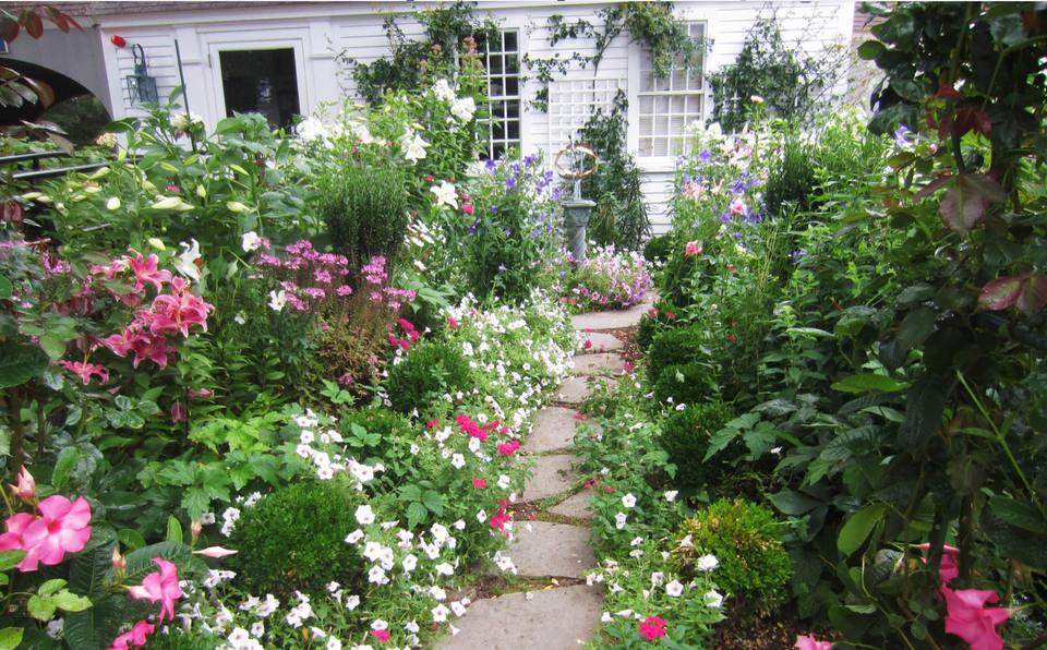 30 Elegant English Garden Designs And Ideas