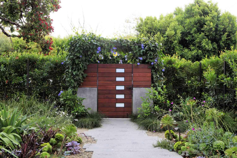 puerta de jardín secreto de California