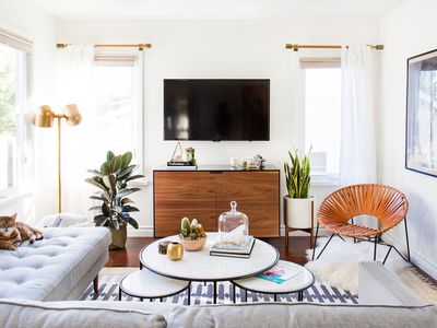 15 Simple Small Living Rooms That Maximize Minimalist Style