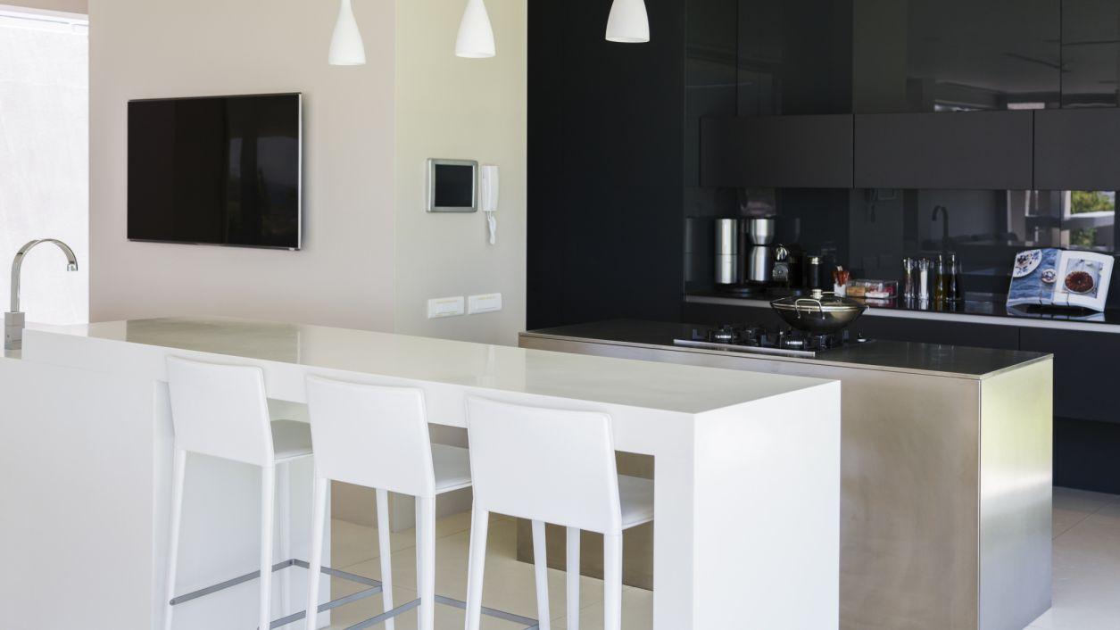 8 Fabulous Two Toned Kitchens