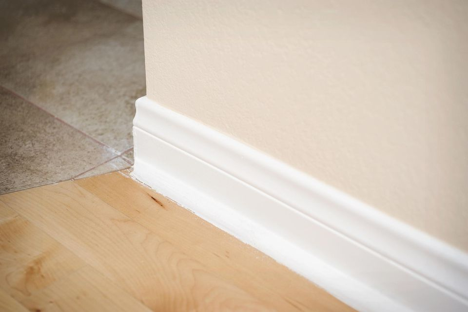 Lovely How to Paint Baseboards - Advice and Hacks KQ17