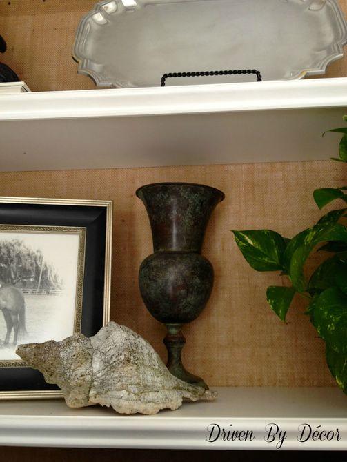 Cambio de imagen de estantería de pintura de tiza con un interior blanco