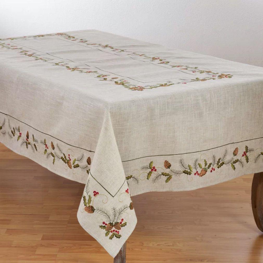 saro-joyeuses-fetes-pinecone-and-holly-table-cloth