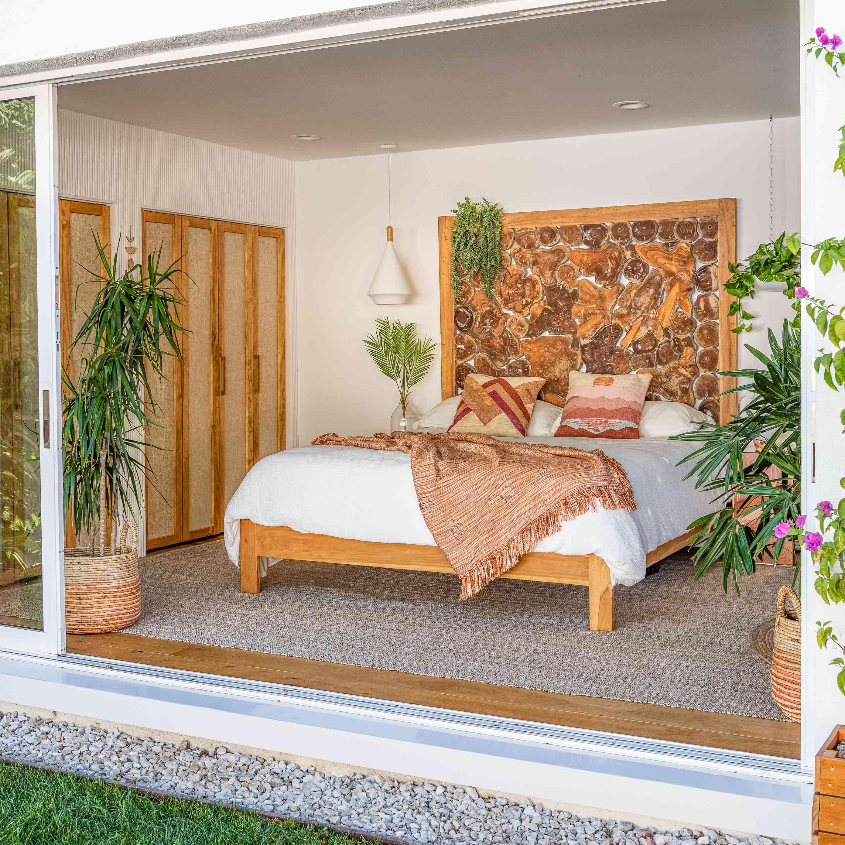 Master bedroom with sliding door to garden