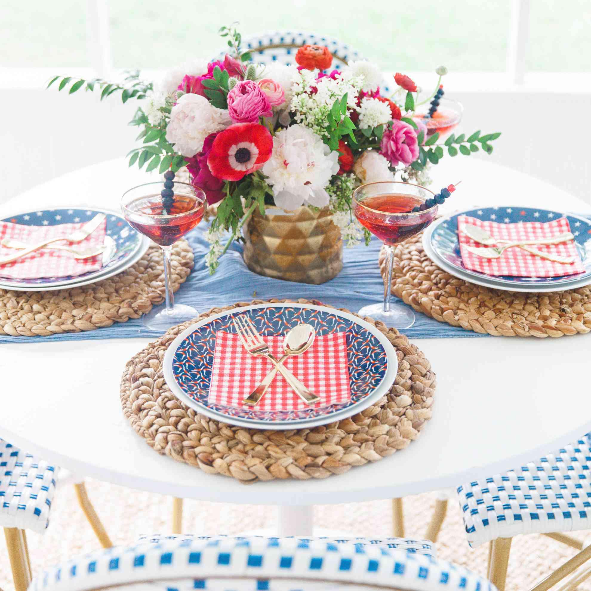 Cake and Confetti table