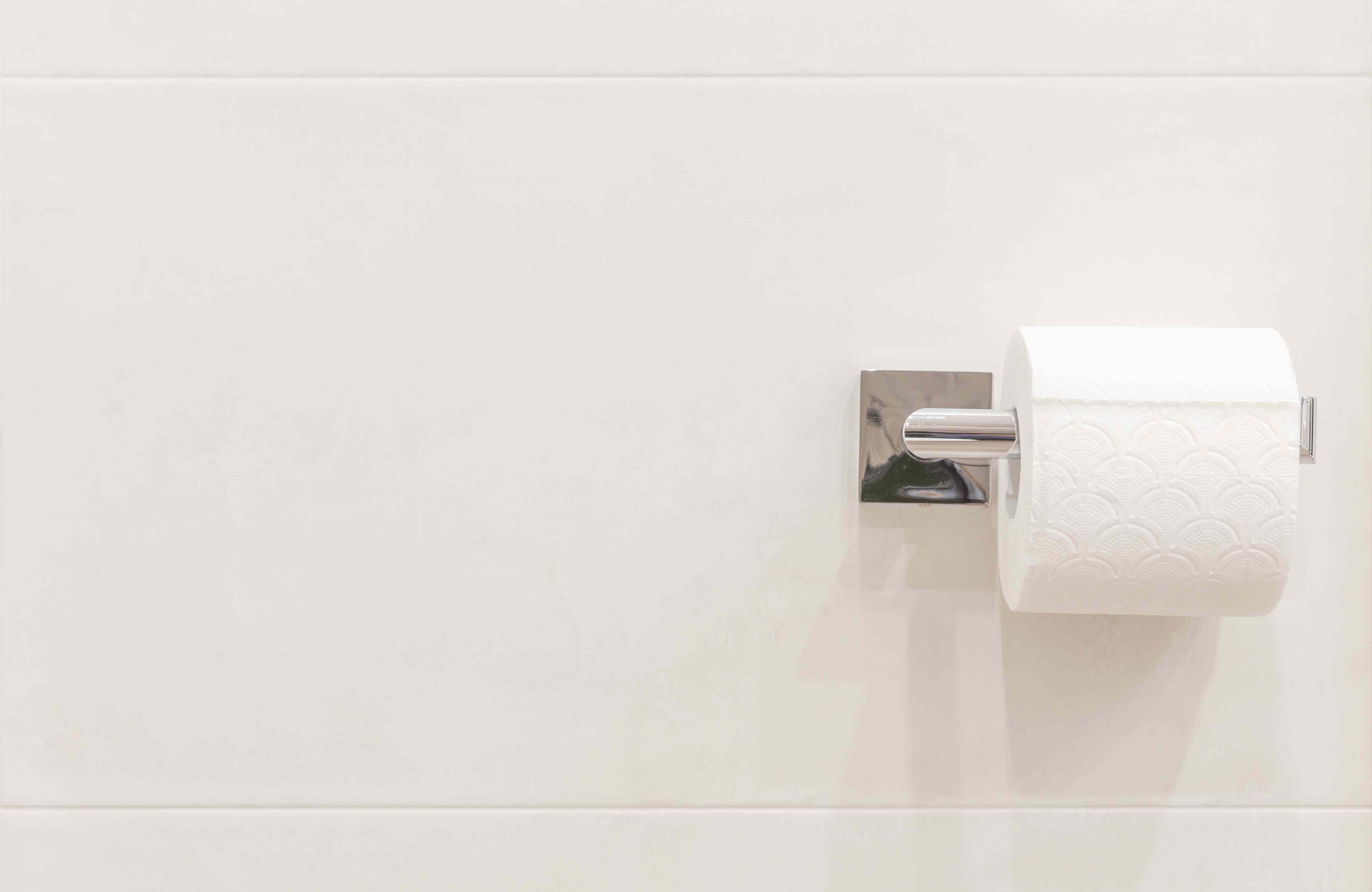 Rollo de papel higiénico con algo de espacio de copia