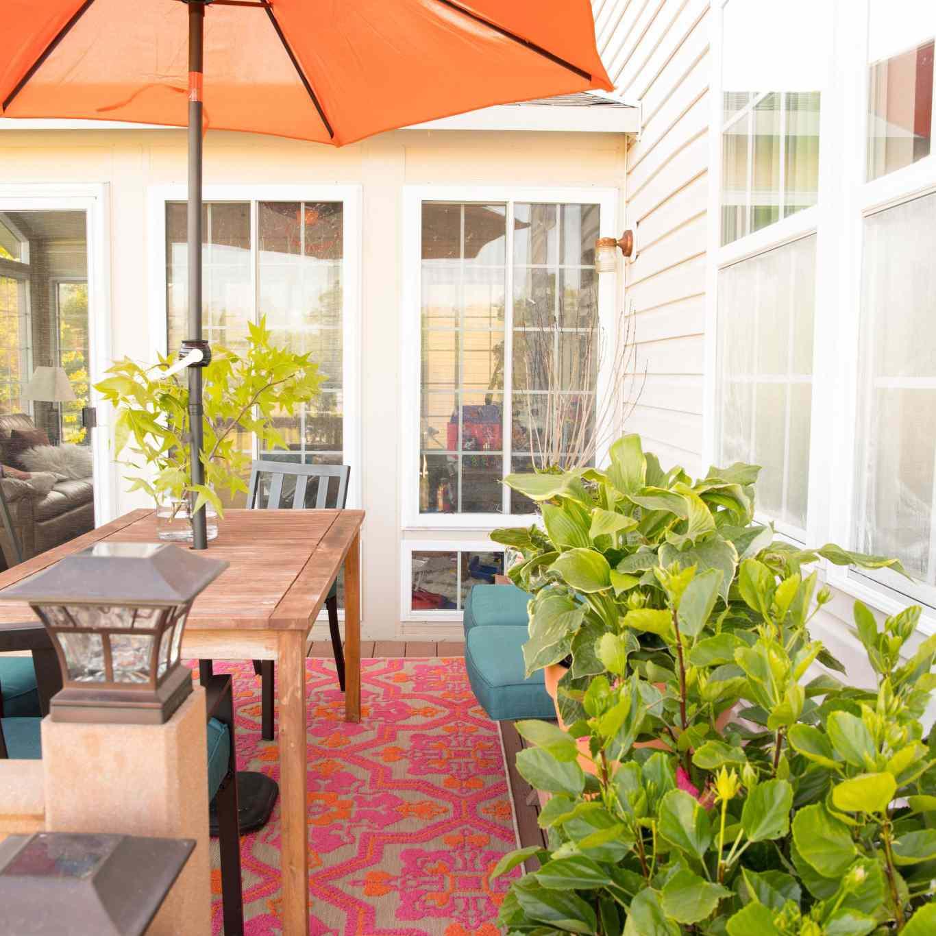 Casa Watkins living outdoor dining shade