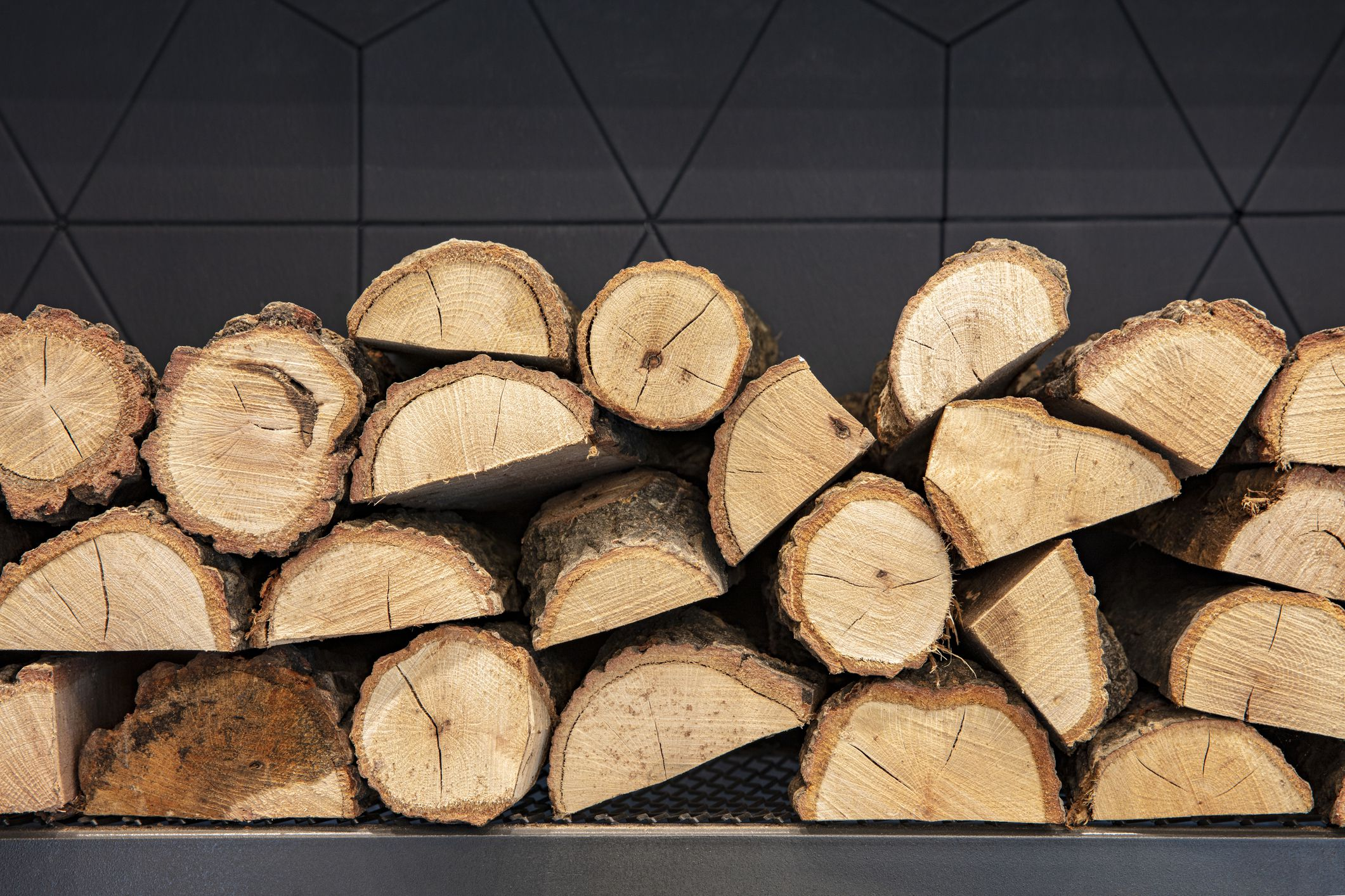 5 Places To Find Free Firewood Near You