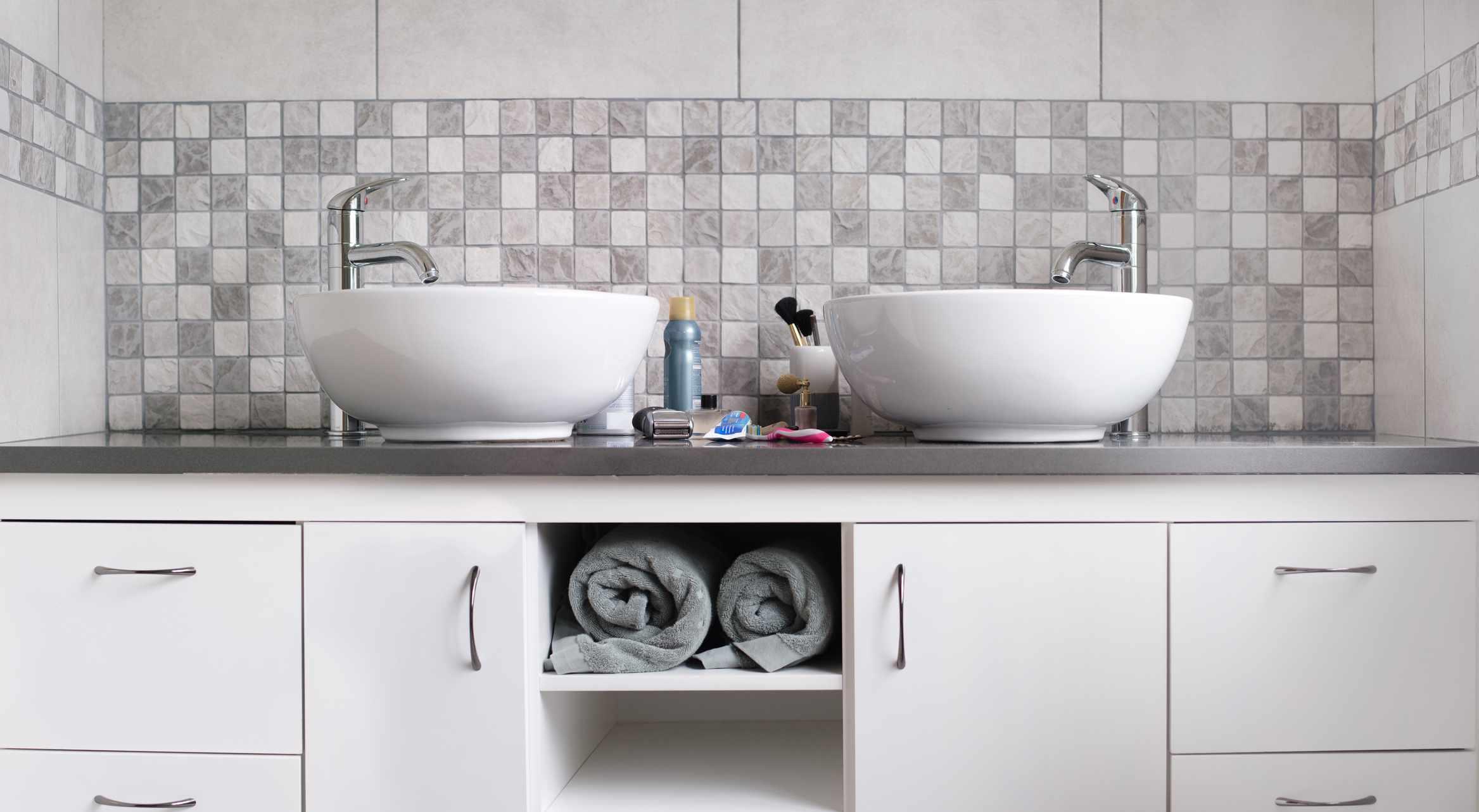 Bathroom sink backsplash