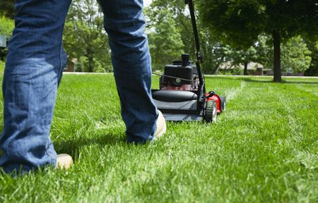 Self-Propelled Lawn Mowers - How Do They Work?