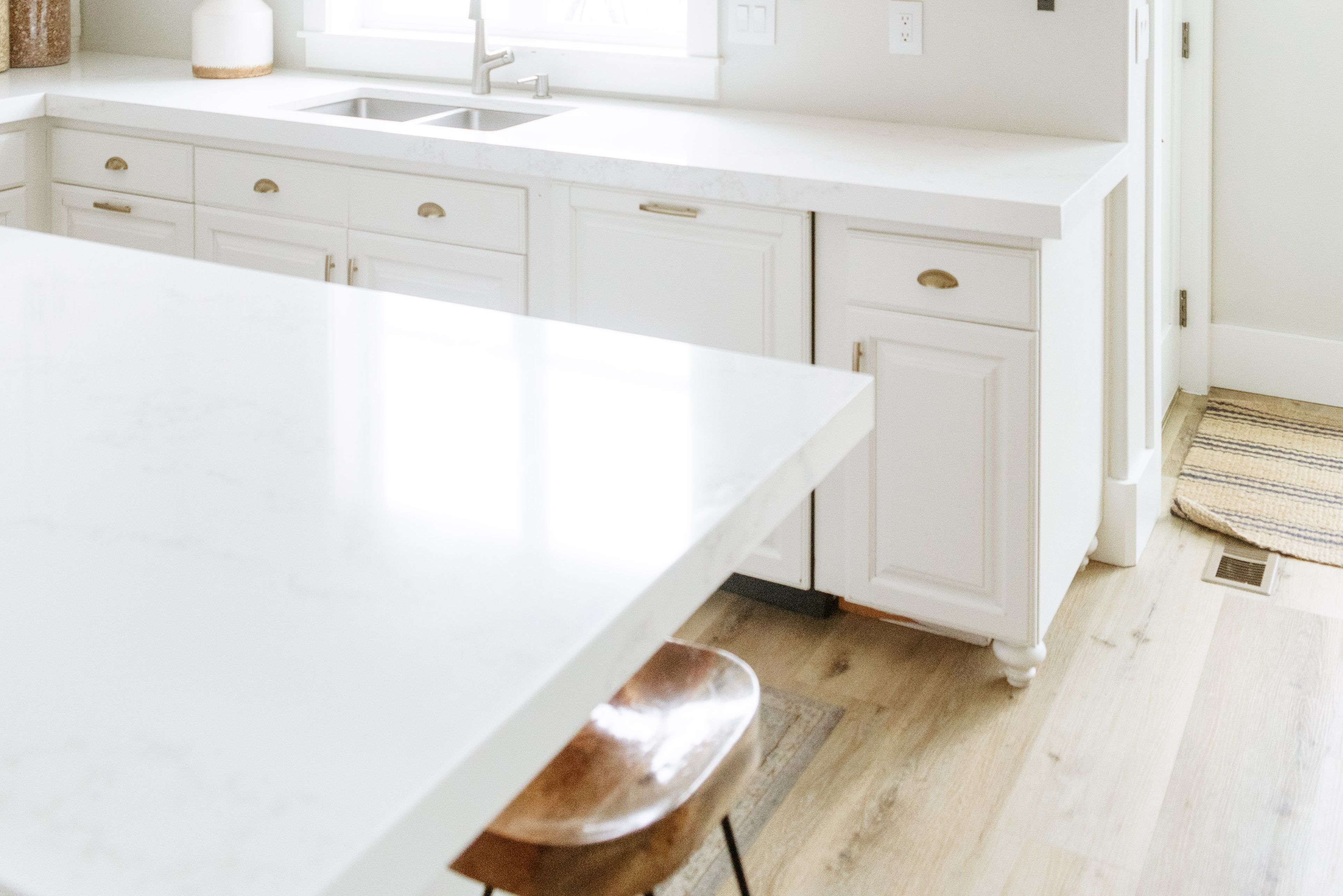 solid white countertops