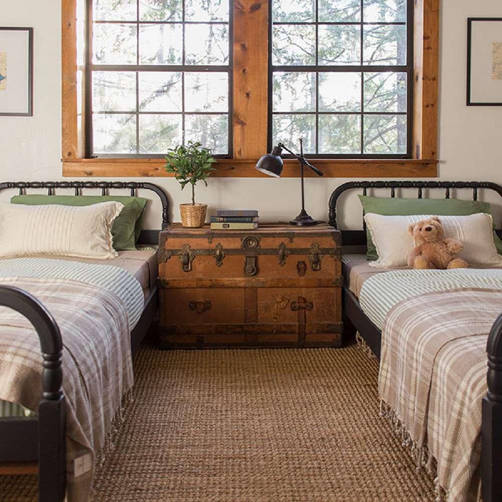 Shared children's farmhouse bedroom