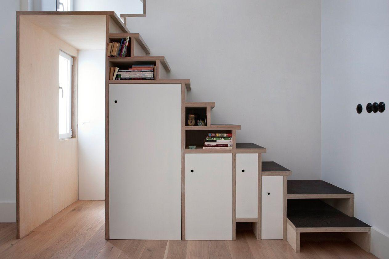 cubículos de almacenamiento de escalera