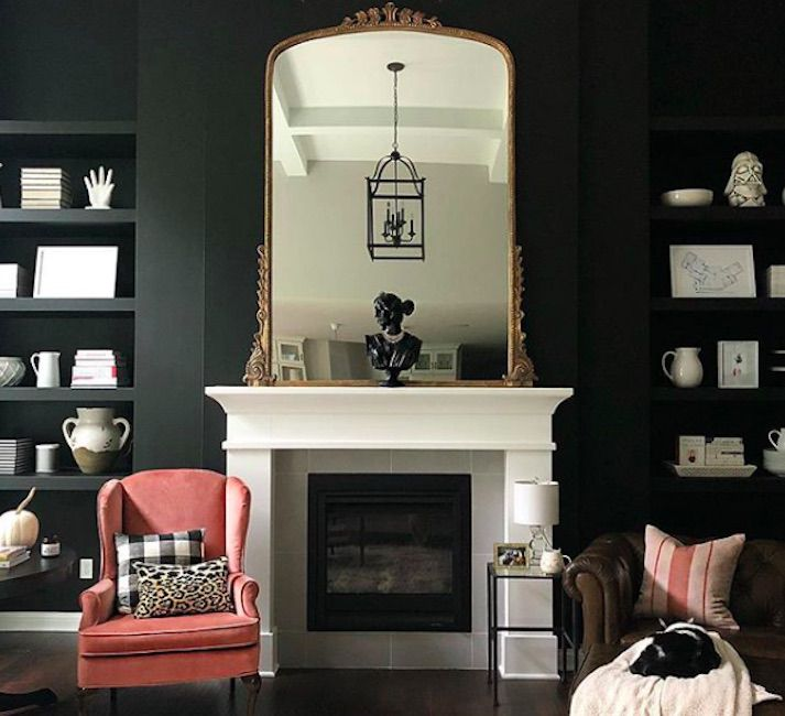 A room painted with Sherwin-Williams Tricorn Black SW 6258