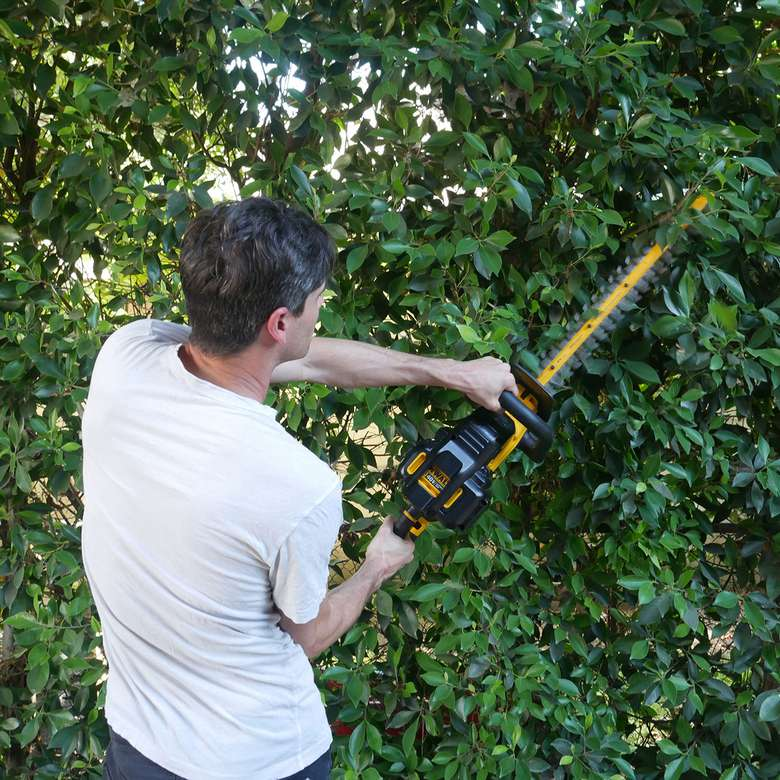"DeWalt 40V MAX* XR 22"" Cordless Hedge Trimmer"